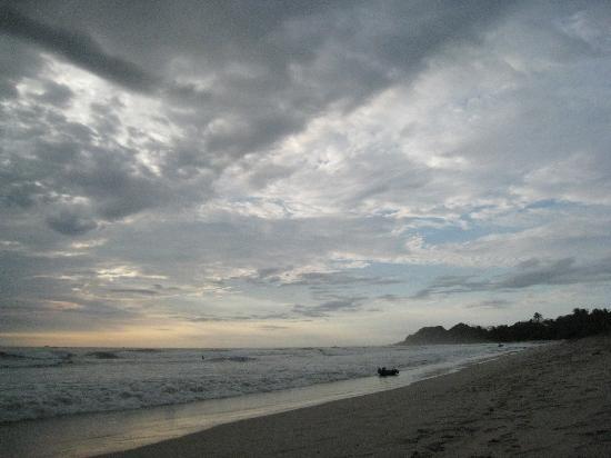 Gilded Iguana Hotel: Playa Guiones, 5 minutes walk fron the Iguana
