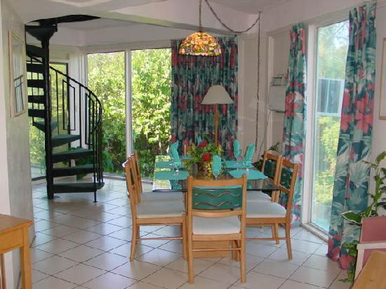 Cocoplum Beach and Tennis Club & Marina: dining room
