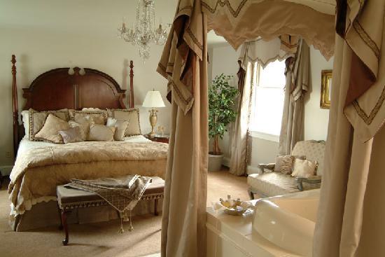 Bayberry Inn of Newport: Honeymoon Room