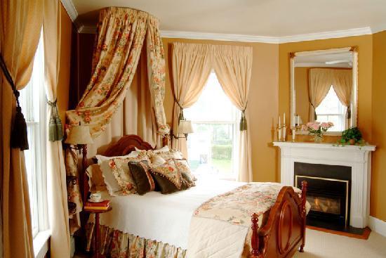 Bayberry Inn of Newport: Gold Room