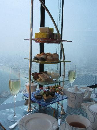 Holiday Inn Dubai - Al Barsha: Afternoon tea at the Burj Al Arab