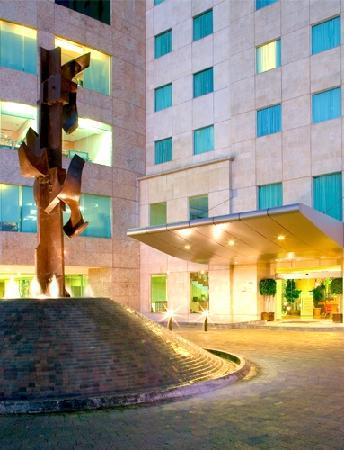 Novotel Mexico Santa Fe: Hotel Entrance