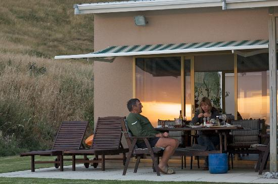 Seashore Bed & Breakfast: Dinner with the owners