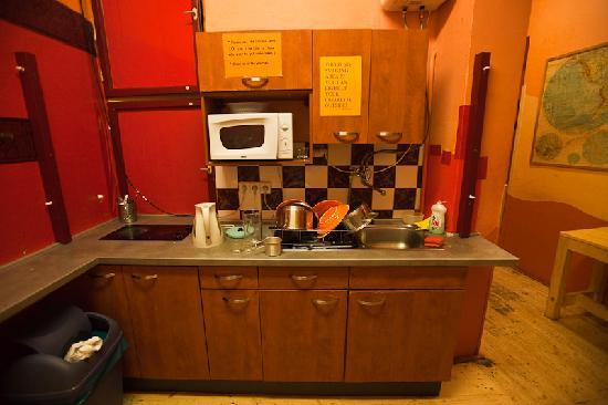 Hostel Elf: shared kitchen