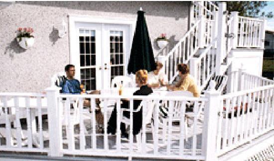 Auberge Chez Marie-Roses: Terrasse