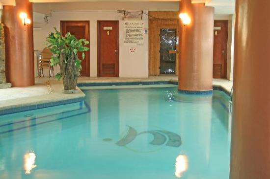 Sarrosa International Hotel and Residential Suites: POOL