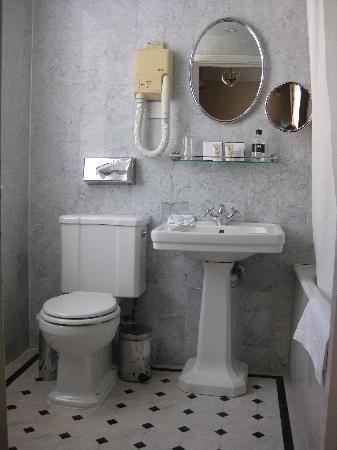 Durrants Hotel: Room 217  Marble Bathroom with Roget Gallet (French) Bathroom Cream and Soap
