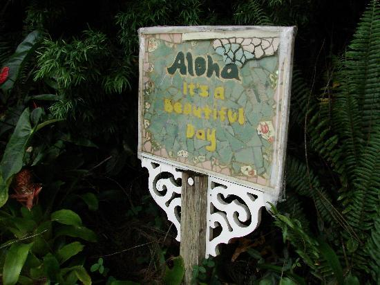 A Beautiful Day, Nani La 'Ao: sign in entryway