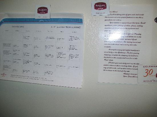 Residence Inn Poughkeepsie: Handy calendar and note from staff