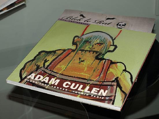 Art Series - The Cullen: Rooms have many art books in them to browse