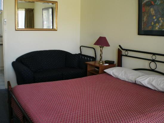 Atwood Motor Inn: bedroom area