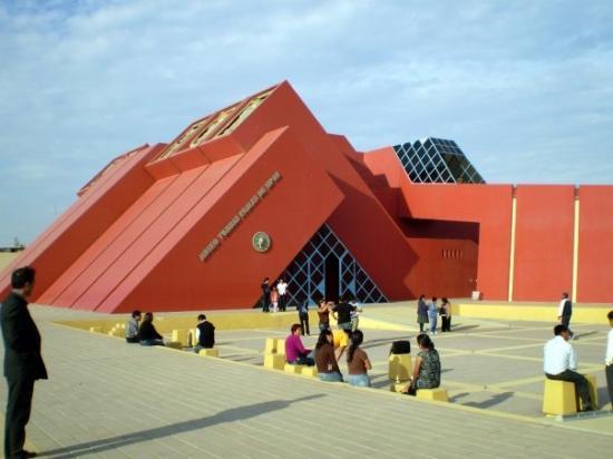 Chiclayo, Pérou : hay q denunciar a este museo d m**ershhda q no dejan entrar ni camaras ni celulares...