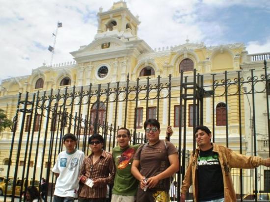 Chiclayo, Pérou : los 5 socios d la resaca... en la foto portada d la semana