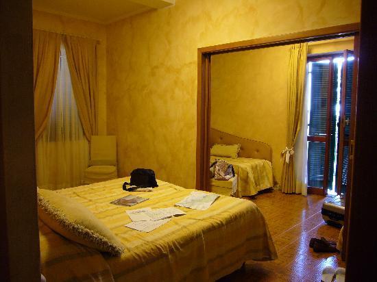 Hotel Villa Steno: 2-4人部屋です。