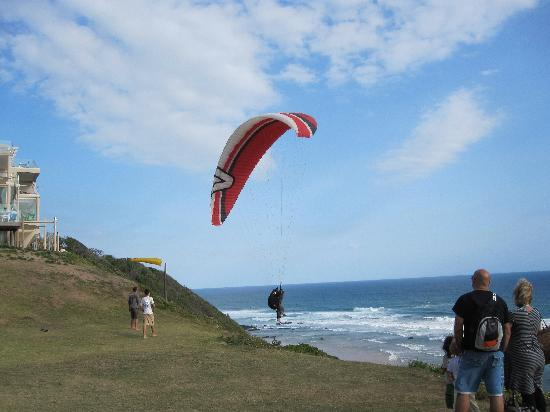 Wilderness Beach Hotel: Paragliding outside hotel