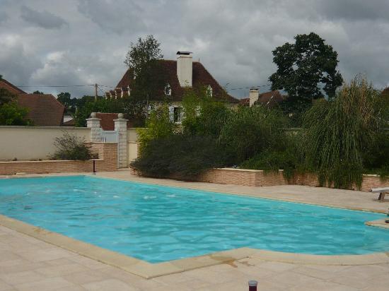 Maison de la Fontaine : the pool