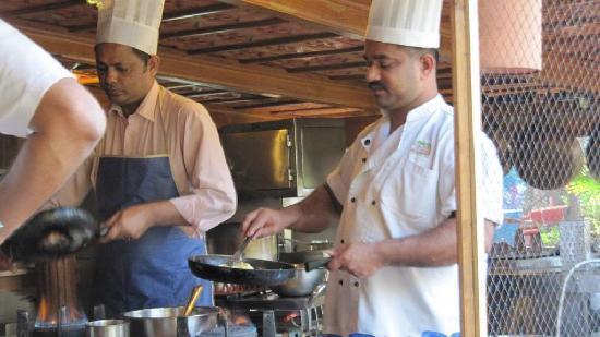 Prakruti Resort: cooks making omlettes