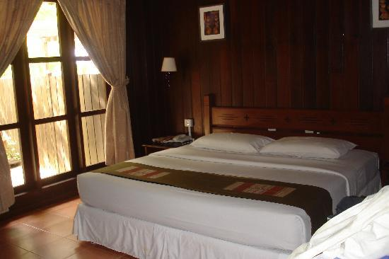 The Reef Dive Resort: lodge's room