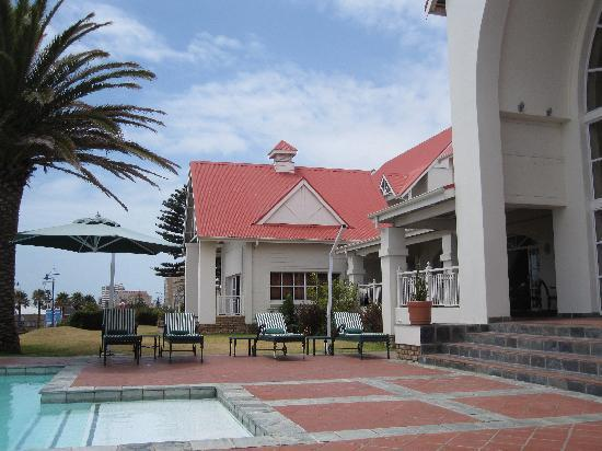 Courtyard Hotel Port Elizabeth: Pool area