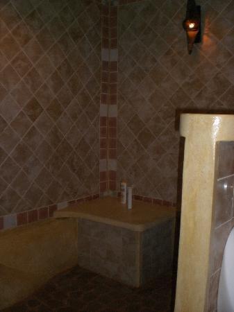 Charm Churee Villa: salle de bain