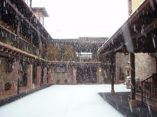 Hotel Maria Manuela: HOtel con nieve