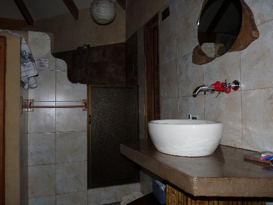 Korrigan Lodge: bathroom