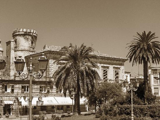 Vasto, Italië: Una piazza che sembra un paradiso.