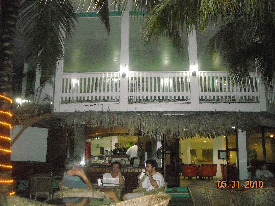 Fantasy Island Beach Resort: bar