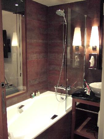 Hotel Le Six: Superior room bathroom