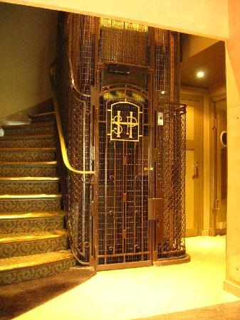 Hotel Saint Pierre: elevator