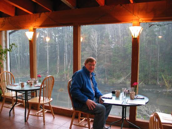 Wildflower Grill: we enjoyed eating in the sunroom with a great view