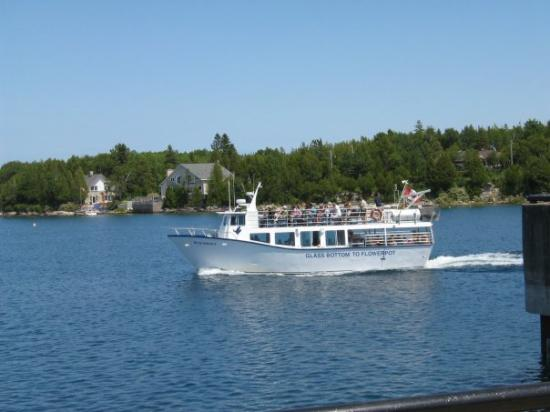 Kitchener, Kanada: pic of one of the glass bottom tour boats.
