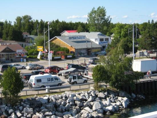Kitchener, Canada: cars waiting to board the boat