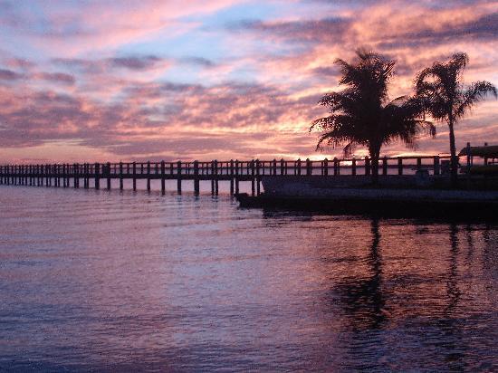 Banana Bay Waterfront Motel: Beautiful Sunset!