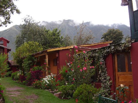 Hospedaje Los Jardines: side view