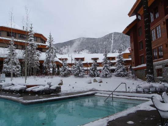Grand Residences by Marriott, Tahoe - 1 to 3 bedrooms & Pent.: view of pool area and heavenly