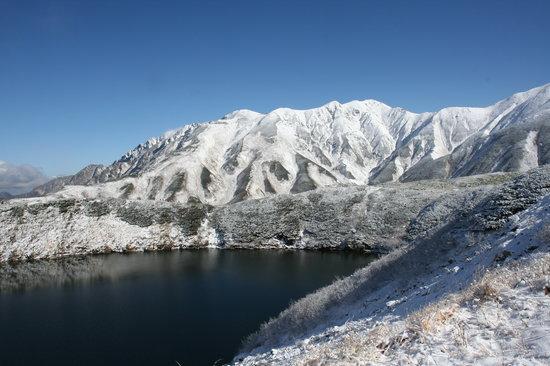 Tateyama-machi, Nhật Bản: ミクリガ池に写る白銀の山々です。