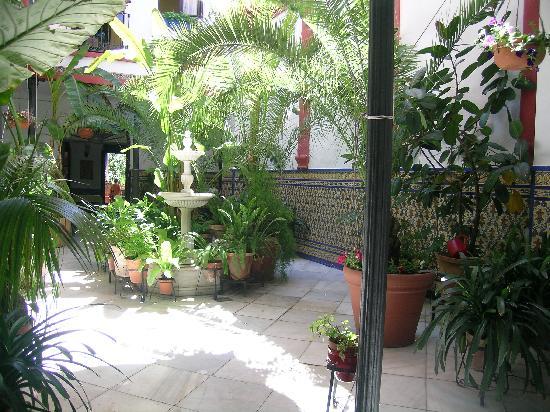 Hotel patio fotograf a de casa de los azulejos c rdoba for Azulejos para patios rusticos