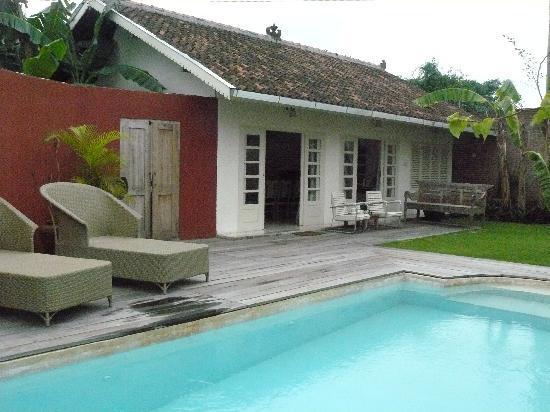 Villa Pondok Terra Yogyakarta: Silver villa opens up onto a private garden