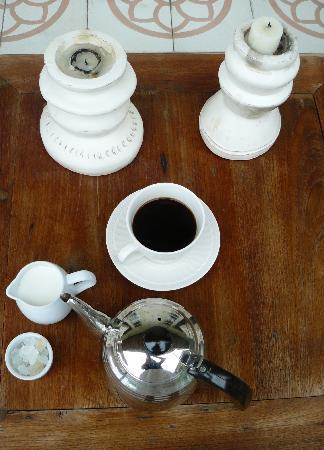 Villa Pondok Terra Yogyakarta: Breakfast includes a freshly brewed pot of java. You are after all on the island of Java.