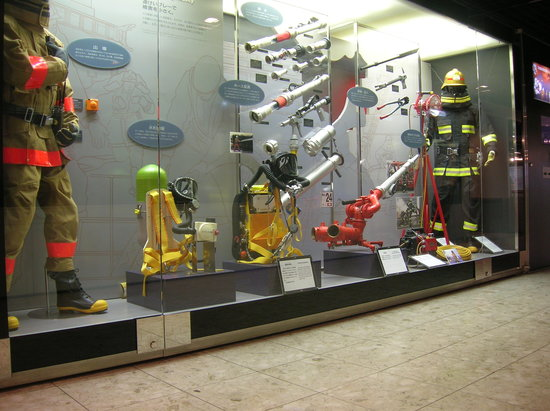 Shinjuku, Japón: Modern fire fighting equipment