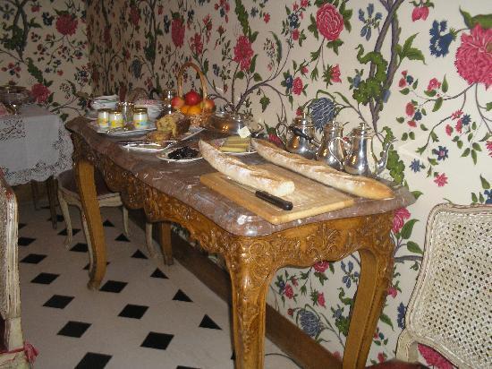 buffet du petit déjeuner au manoir de beauregard Paris