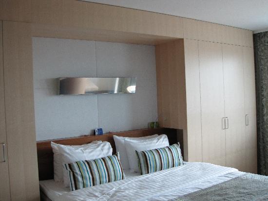Hilton Helsinki Airport: Bed