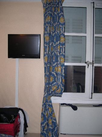 Hotel des Quatre Dauphins: tv