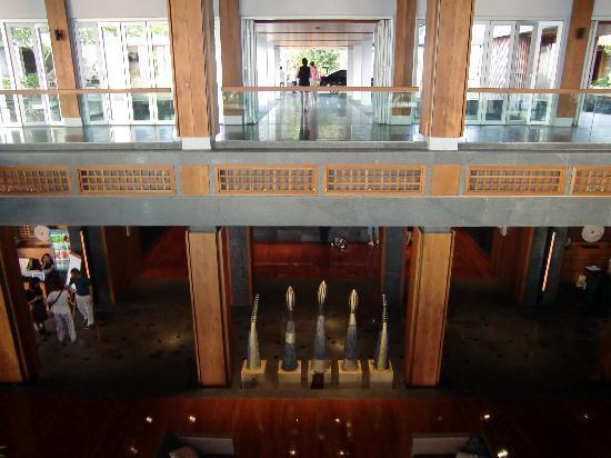Mandarin Oriental, Sanya: 3階到着ロビーの下が2階フロント