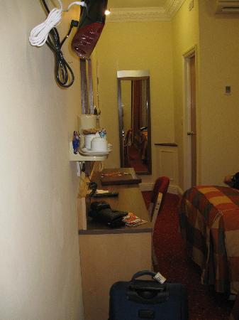 Winchester Hotel: entrata camera