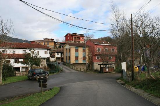 Apartamentos Rurales El Picoretu: Ubicación de los apartamentos