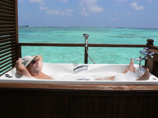 jacuzzi water villa la terrasse picture of olhuveli beach spa maldives olhuveli island. Black Bedroom Furniture Sets. Home Design Ideas
