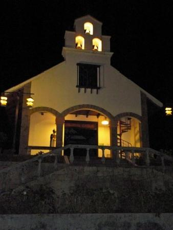Villa Blanca Cloud Forest Hotel and Nature Reserve: Chapel at night