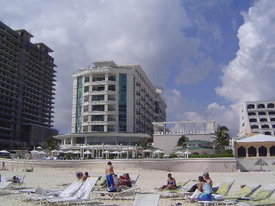 Sandos Cancun Lifestyle Resort: On beach, but hulking colossos overshadows the pool and blocks out the sun!
